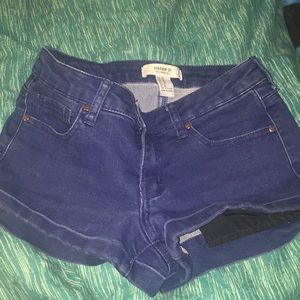 Dark-Wash short jean shorts